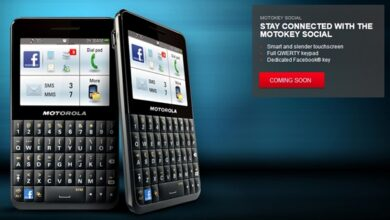 Photo of Motokey Social, First Facebook Phone from Motorola
